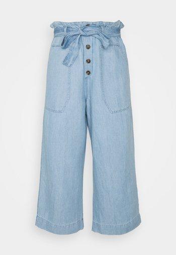 Trousers - blue light wash