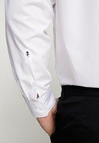 Seidensticker - REGULAR FIT - Formal shirt - white - 5