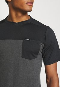 Dakine - VECTRA - T-shirt imprimé - castlerock/black - 4