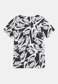 Nike Sportswear - FUTURA TOSS - T-shirt print - black - 1