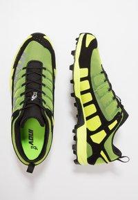 Inov-8 - X-TALON CLASSIC - Chaussures de running - yellow/black - 1