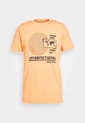 GRAPHIC TEE  - Print T-shirt - orange