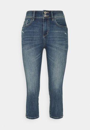 KATE CAPRI - Shorts - mid stone wash denim