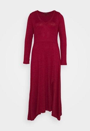 VNECK COZY - Strikket kjole - mulled cranberry