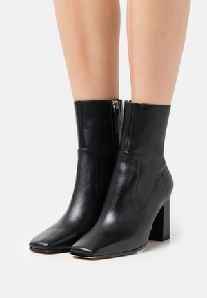 THELIVEN - Classic ankle boots - black