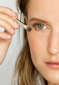 Ere Perez - ECO VEGAN LINE & BLEND BRUSH - Makeup brush - - - 5