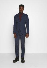 Selected Homme - MYLOLOGAN SUIT - Suit - navy blazer/brown - 0