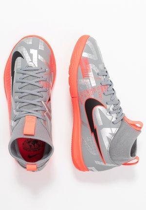 MERCURIAL JR 7 ACADEMY IC UNISEX - Indoor football boots - metallic bomber grey/black/particle grey