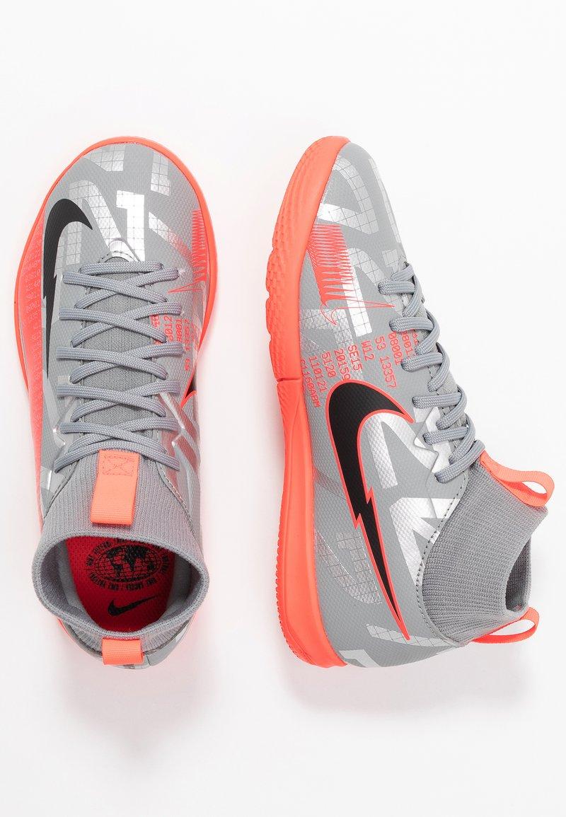 Nike Performance - MERCURIAL JR 7 ACADEMY IC UNISEX - Halové fotbalové kopačky - metallic bomber grey/black/particle grey