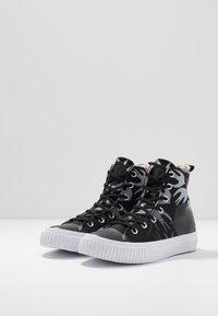 McQ Alexander McQueen - SWALLOW PLIMSOLL  - Vysoké tenisky - black/optic white - 4