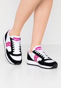 Saucony - JAZZ VINTAGE - Trainers - white/black/berry - 0