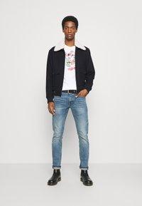 GAP - SANTA MICKEY - Print T-shirt - white global - 1