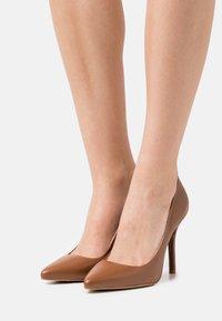 Zign - Classic heels - ochre - 0