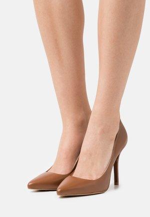 Classic heels - ochre