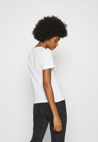 Tommy Jeans - SLIM CNECK - Basic T-shirt - white - 2