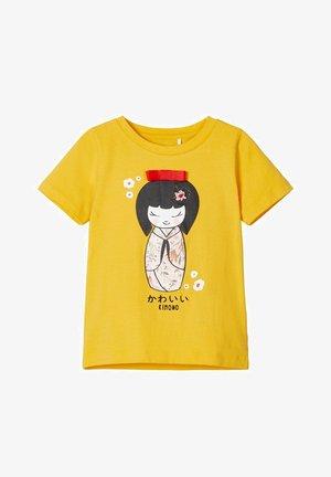 NMFKAT BOX - Print T-shirt - spicy mustard