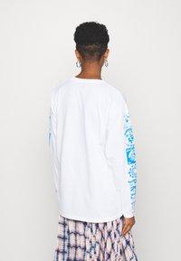 NEW girl ORDER - RAVE FLYER LONG SLEEVE TOP - Bluzka z długim rękawem - white - 2