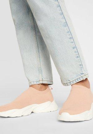 SNEAKERS STRICK - Sneakers laag - powder4