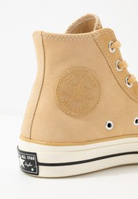 Converse - CHUCK TAYLOR ALL STAR 70 - Höga sneakers - pale wheat/egret/black - 5