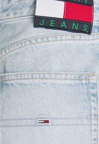 Tommy Jeans - HARPER DENIM BERMUDA - Shorts di jeans - light blue denim - 6