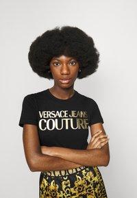Versace Jeans Couture - LADY - Print T-shirt - black/gold - 4