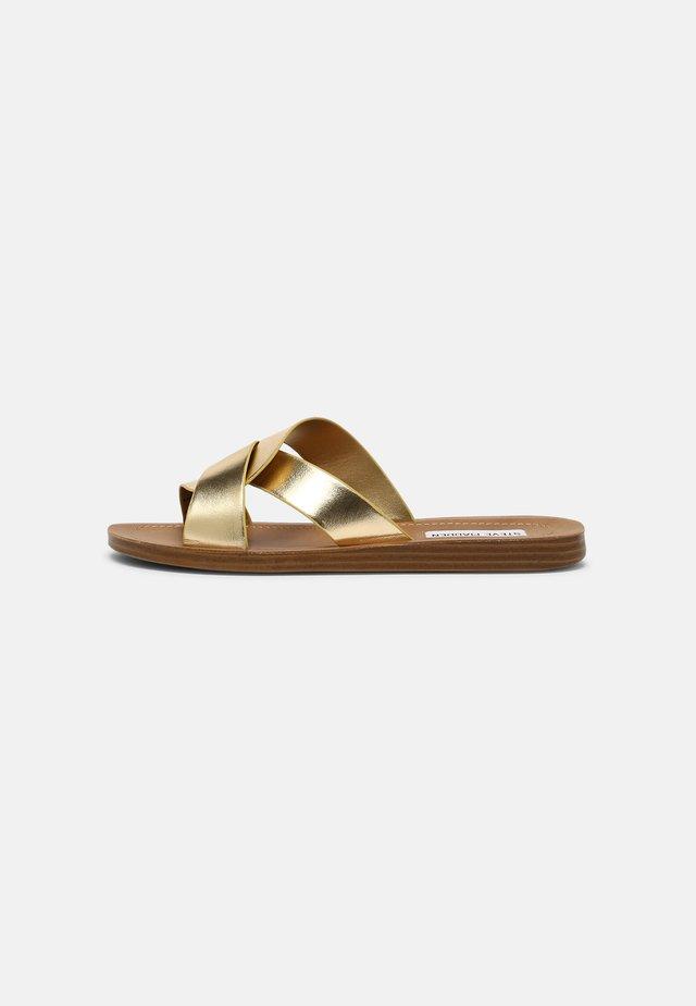 REALM - Pantofle - gold