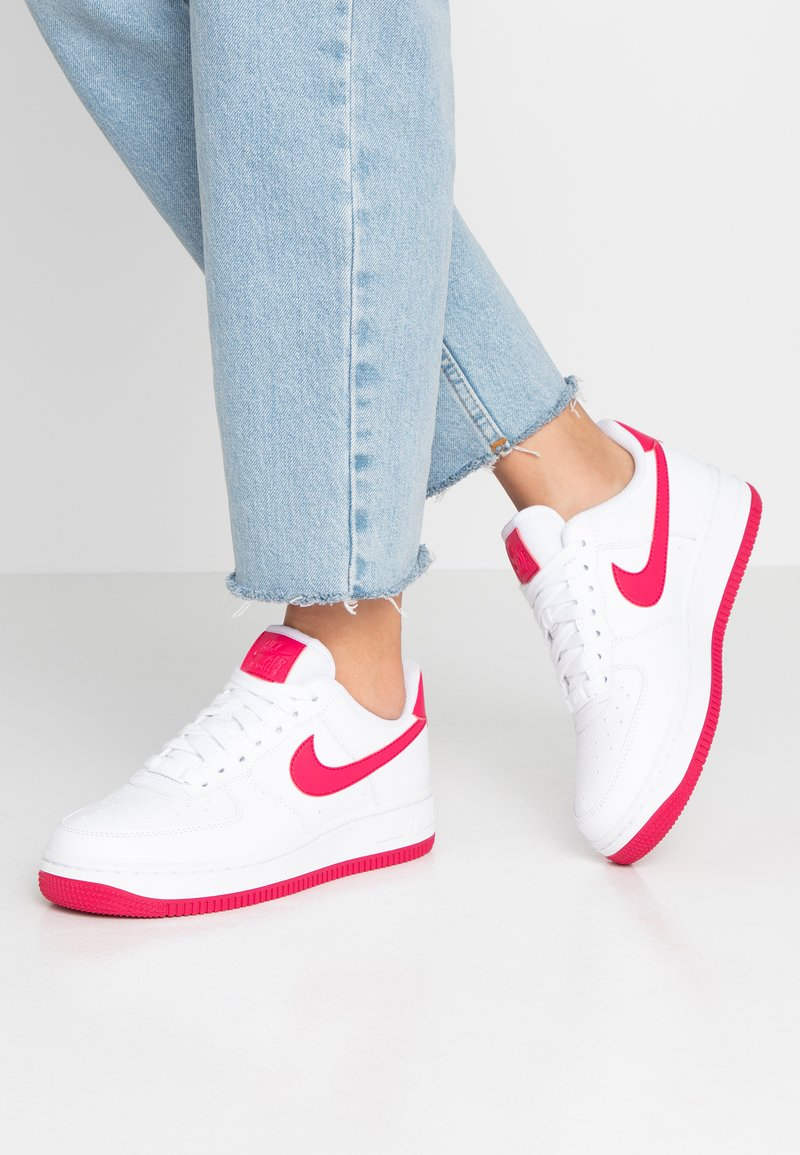 Nike Sportswear - AIR FORCE 1'07 - Trainers - white/wild cherry/noble red