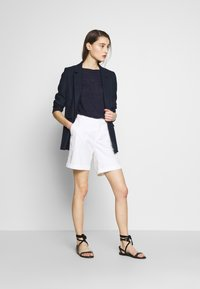 Benetton - BERMUDA - Shorts - white - 1