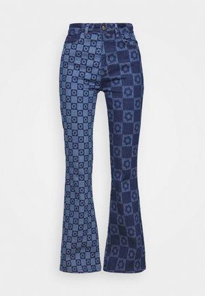 FLOWER DISCHARGE PRINT WITH HEART BUTTON - Bootcut-farkut - blue
