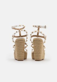 Missguided - DOME STUD WEDGE - Sandalias de tacón - white - 3