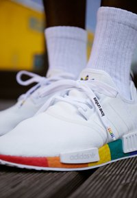 adidas Originals - NMD_R1 PRIDE - Joggesko - footwear white - 2