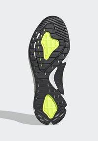 adidas Originals - SL 7200 SHOES - Trainers - black - 4