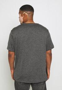 Johnny Bigg - ACTIVE INSERT TEE - T-shirt imprimé - charcoal - 2