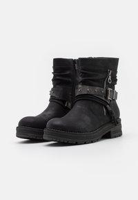 Coolway - REGAN - Cowboy/biker ankle boot - black - 2