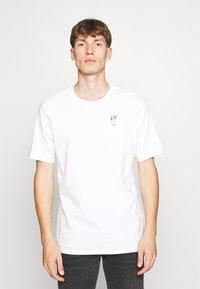 Levi's® - LEVI'S® X PEANUTS SUNSET POCKET TEE UNISEX - Print T-shirt - white - 0