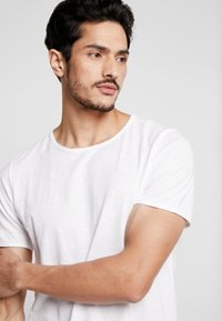 Selected Homme - SLHMORGAN O-NECK TEE - T-paita - bright white - 4