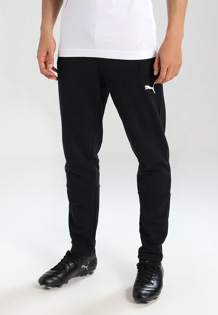 Puma - LIGA CASUALS PANTS - Pantalon de survêtement - black/white