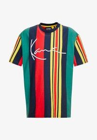 Karl Kani - SIGNATURE STRIPE TEE - Print T-shirt - green/navy/red/yellow - 4