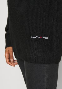 Tommy Jeans - LOFTY YARN CREW NECK - Strikkegenser - black - 5