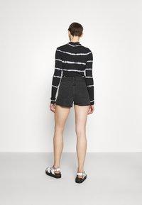 Monki - Denim shorts - black dark - 2