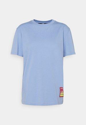 SURF PATCH - T-shirt print - bluebell