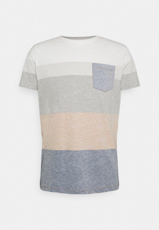 DEXTER TEE - T-shirt med print - inca gold