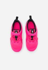 Nike Performance - DOWNSHIFTER 10 UNISEX - Neutrala löparskor - hyper pink/white/black - 3