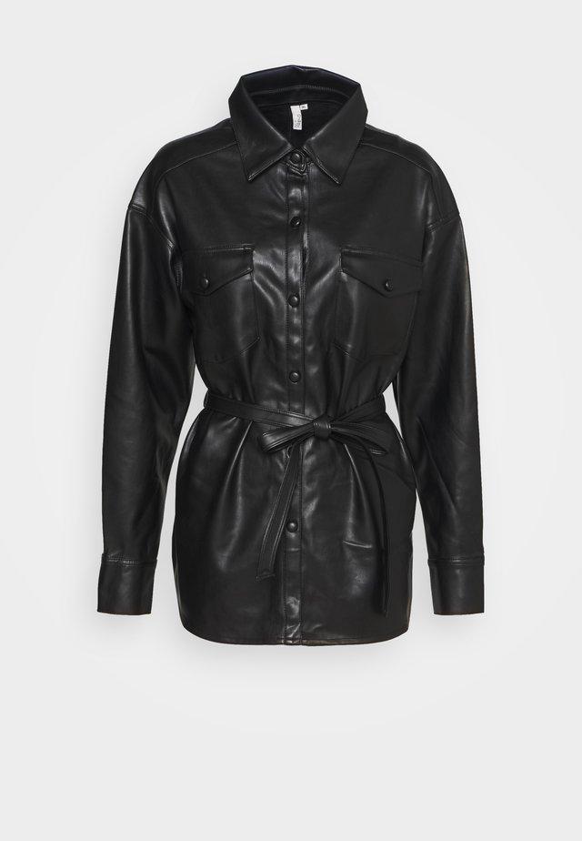 BELTED - Camisa - black