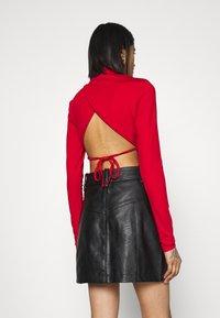 NA-KD - OPEN BACK HIGHNECK BODYSUIT - Long sleeved top - red - 2