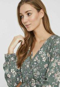 Vero Moda - Day dress - laurel wreath - 3