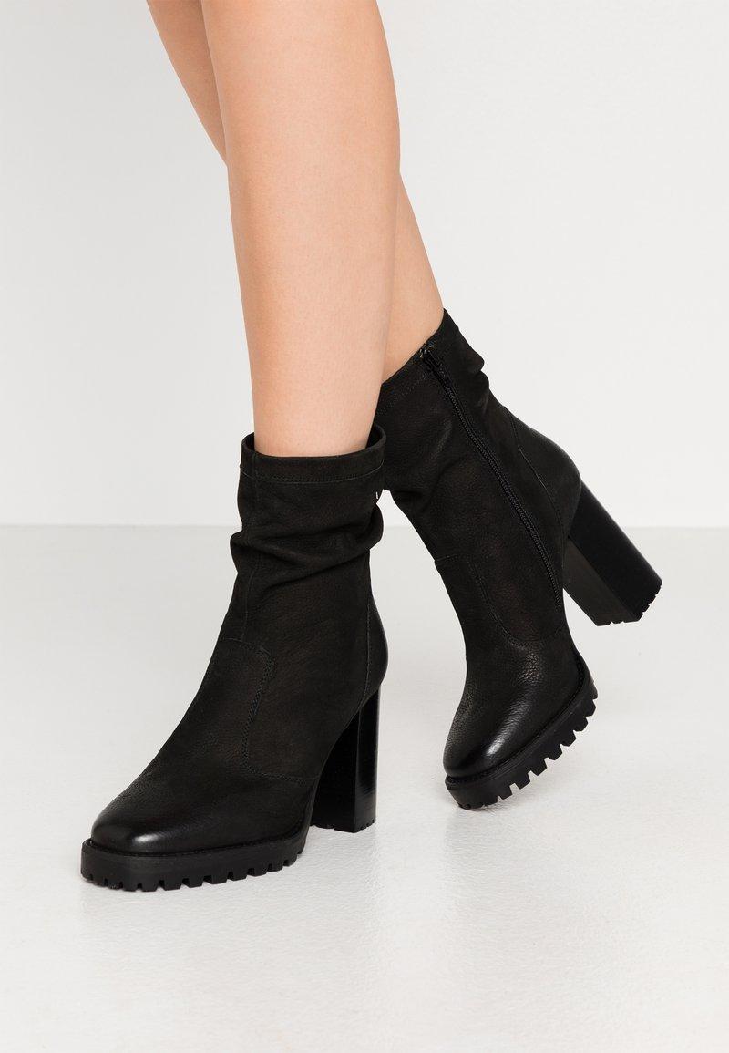 Steven New York - ELVIRA - Kotníková obuv na vysokém podpatku - black
