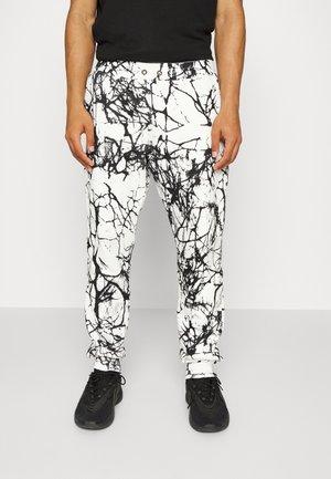 SCRIPT LOGO PANTS - Teplákové kalhoty - white