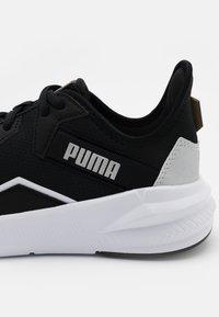 Puma - PLATINUM - Obuwie treningowe - black/white/metallic silver - 5