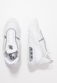 Nike Sportswear - AIR MAX 2090 - Joggesko - white/wolf grey/black - 3